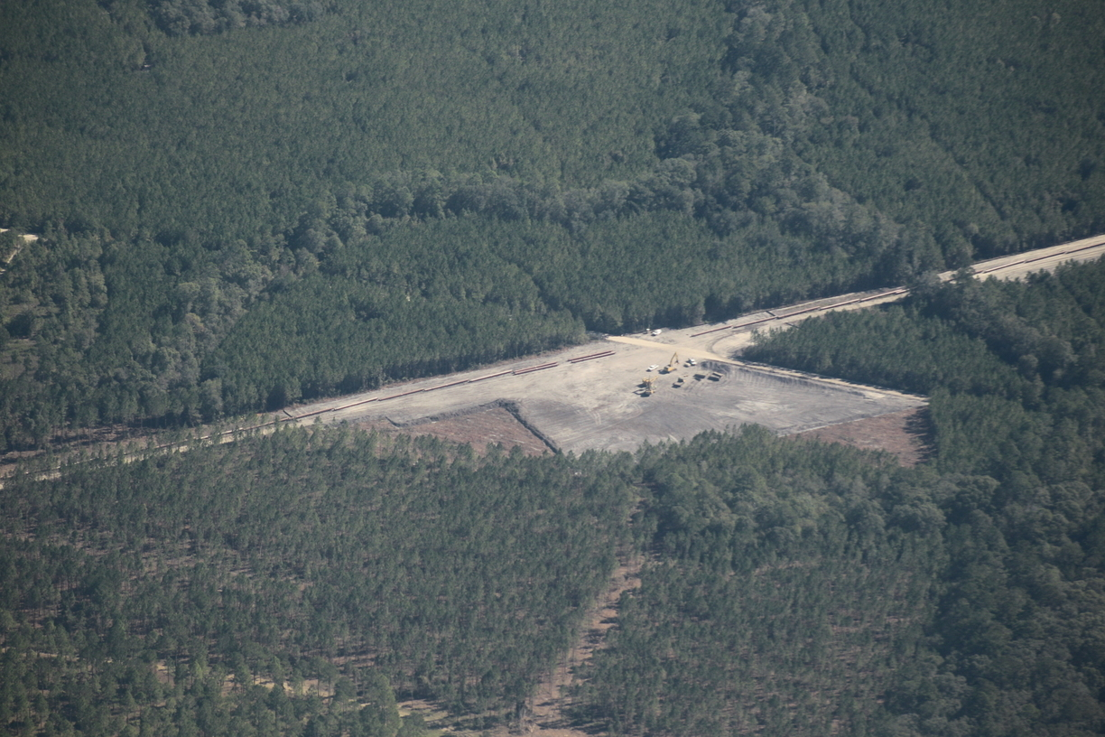 1224x816 Placing red pipe, 30.801698, -83.458153, in US 84 HDD, Withlacoochee River, by Dominick Gheesling, for WWALS.net, 22 October 2016
