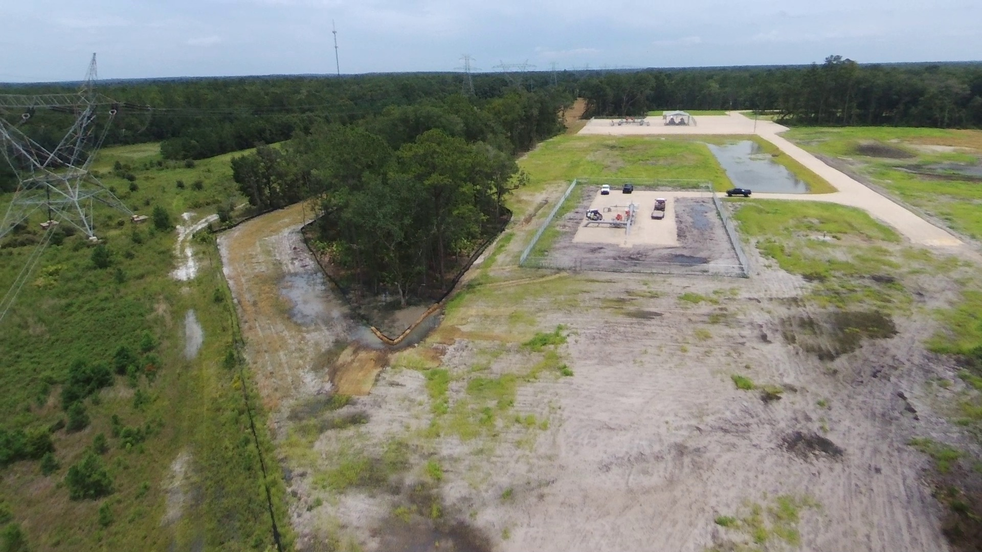 1920x1080 Tree berm, in Sabal Trail Dunnellon Compressor Station, by John S. Quarterman, for WWALS.net, 24 July 2017