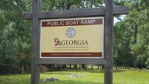 Public Boat Ramp sign, 2017:09:01 14:06:06,, Signs 30.8525746, -83.3454741