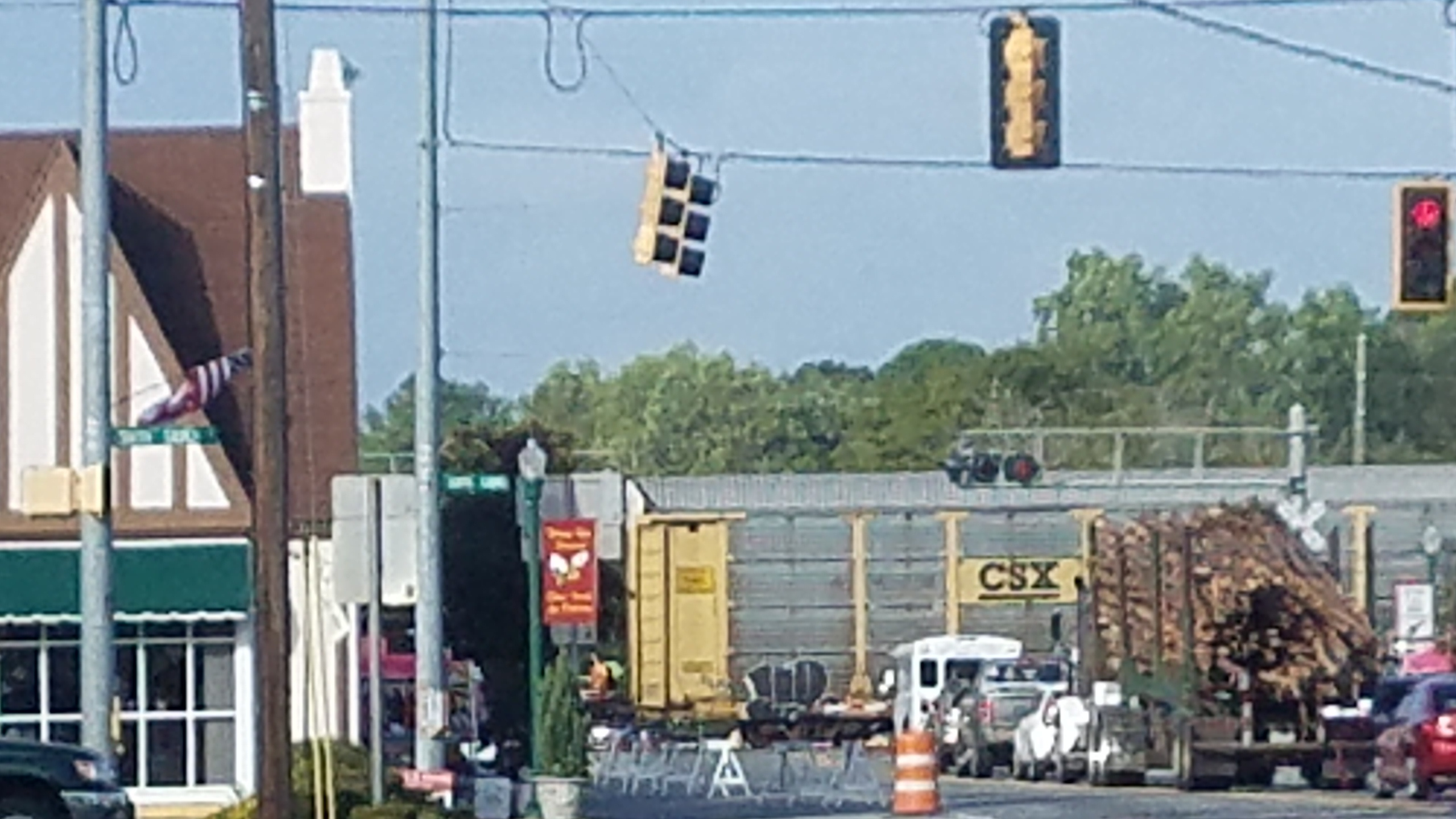 2560x1440 Train, log truck, traffic light, and Hahira Honeybee, Railroad, in Hahira Honeybee Saturday, by John S. Quarterman, for WWALS.net, 7 October 2017