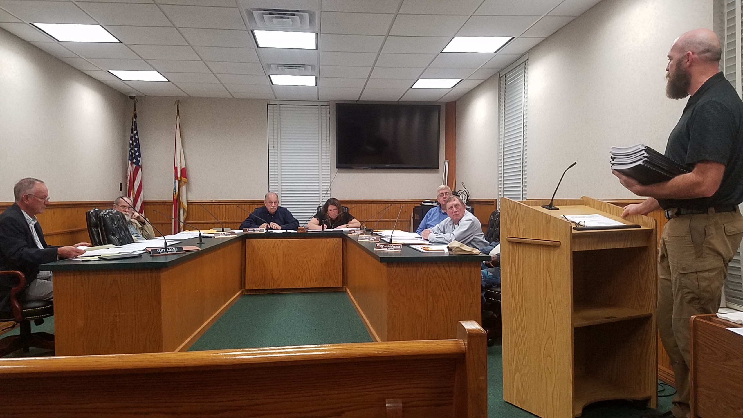 2560x1440 County Consultant Gregory Hintzen with report, Consultant Report, in PCS Phosphate mine permit Public Hearings, Jasper, FL, by John S. Quarterman, for WWALS.net, 23 January 2018