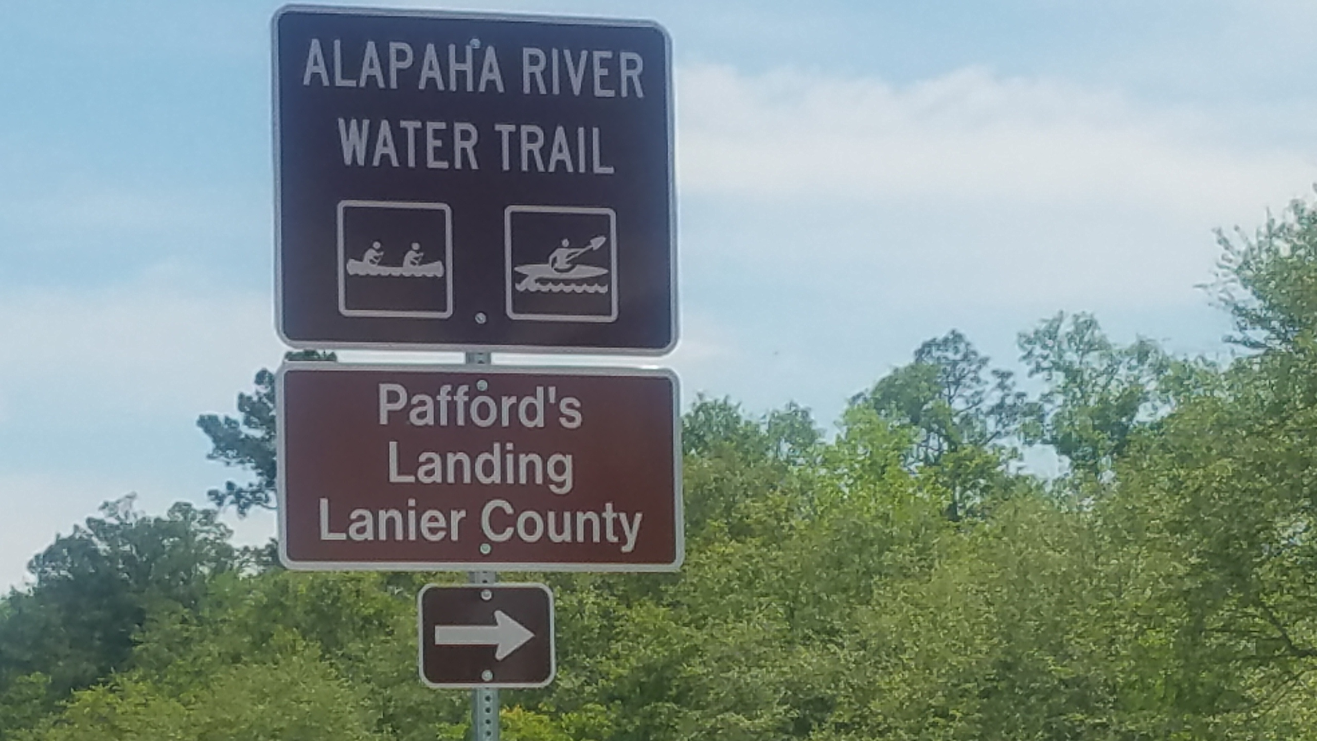 2560x1440 Closeup, Eastbound sign, in Pafford's Landing, Alapaha River Water Trail, by John S. Quarterman, for WWALS.net, 26 April 2018
