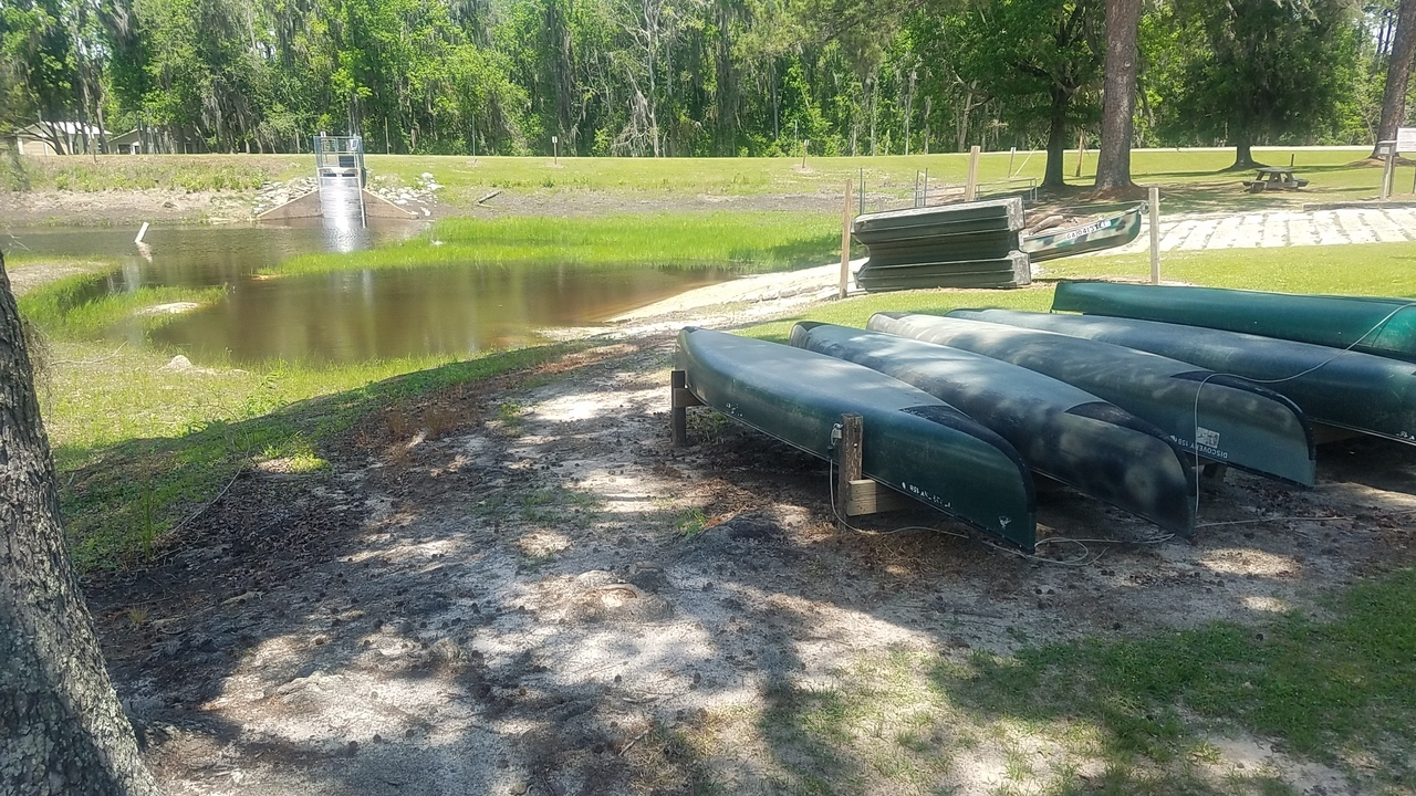 1280x720 Canoes and water at bottem of ramp, Boat Ramp, in Banks Lake Refilling, by John S. Quarterman, for WWALS.net, 26 April 2018