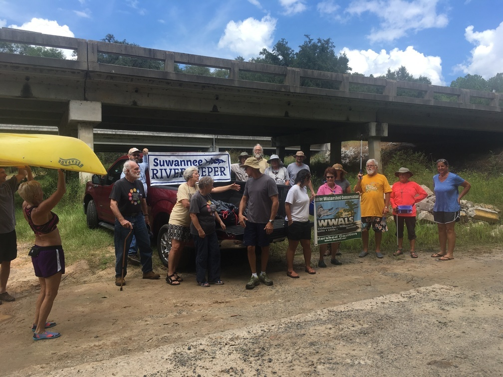 1008x756 A dynamic group, Ready, in WWALS Cleanup at Sheboggy Boat Ramp, US 82, Alapaha River, by Gretchen Quarterman, for WWALS.net, 9 September 2018