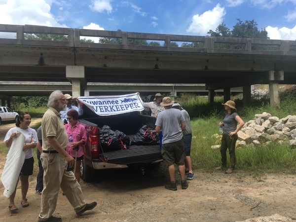 600x450 Gathering trash, During, in WWALS Cleanup at Sheboggy Boat Ramp, US 82, Alapaha River, by Gretchen Quarterman, for WWALS.net, 9 September 2018