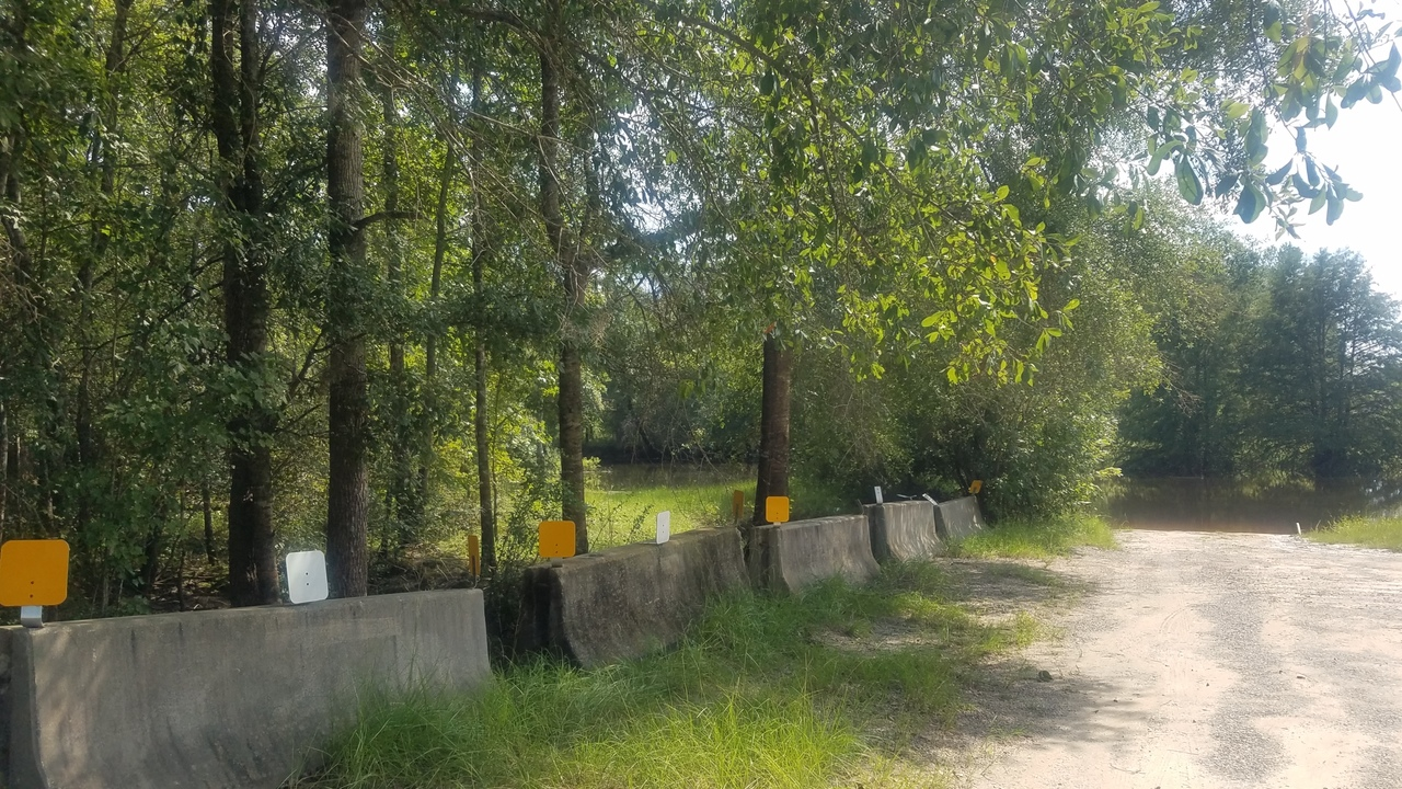 2560x1440 Barrier, Access Road, in Sheboggy Boat Ramp, by John S. Quarterman, for WWALS.net, 11 August 2018