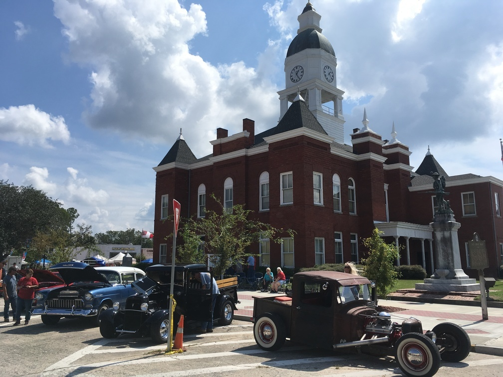 1008x756 Courthouse again, History, in Pictures: WWALS at Berrien County Harvest Festival, by Gretchen Quarterman, for WWALS.net, 30 September 2017