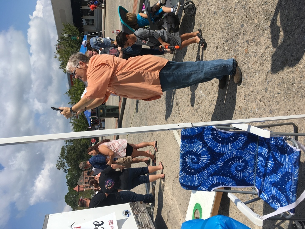 1008x756 Amy tie-dye, WWALS booth, in Pictures: WWALS at Berrien County Harvest Festival, by Gretchen Quarterman, for WWALS.net, 30 September 2017