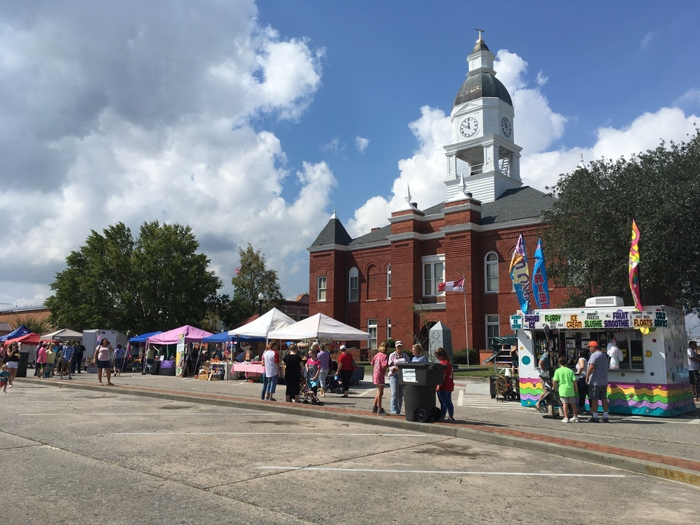 1008x756 Courthouse, History, in Pictures: WWALS at Berrien County Harvest Festival, by Gretchen Quarterman, for WWALS.net, 30 September 2017