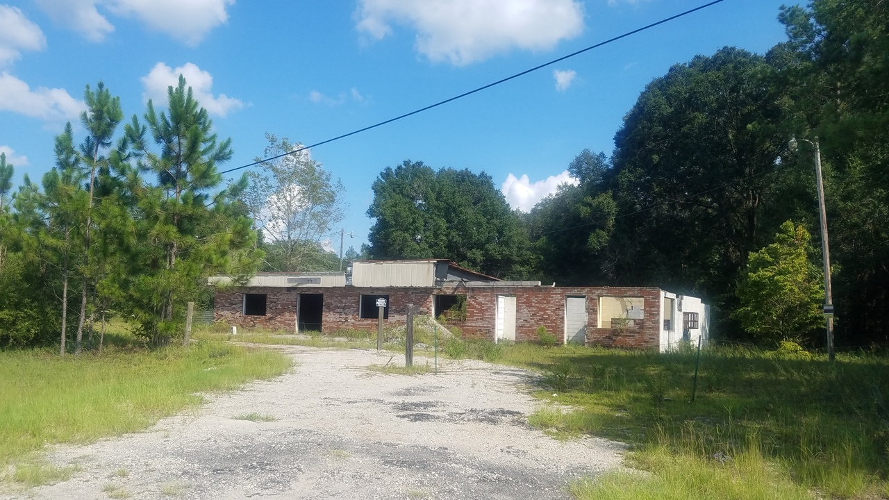 2560x1440 Context, Building, in Sheboggy Boat Ramp, by John S. Quarterman, for WWALS.net, 11 August 2018