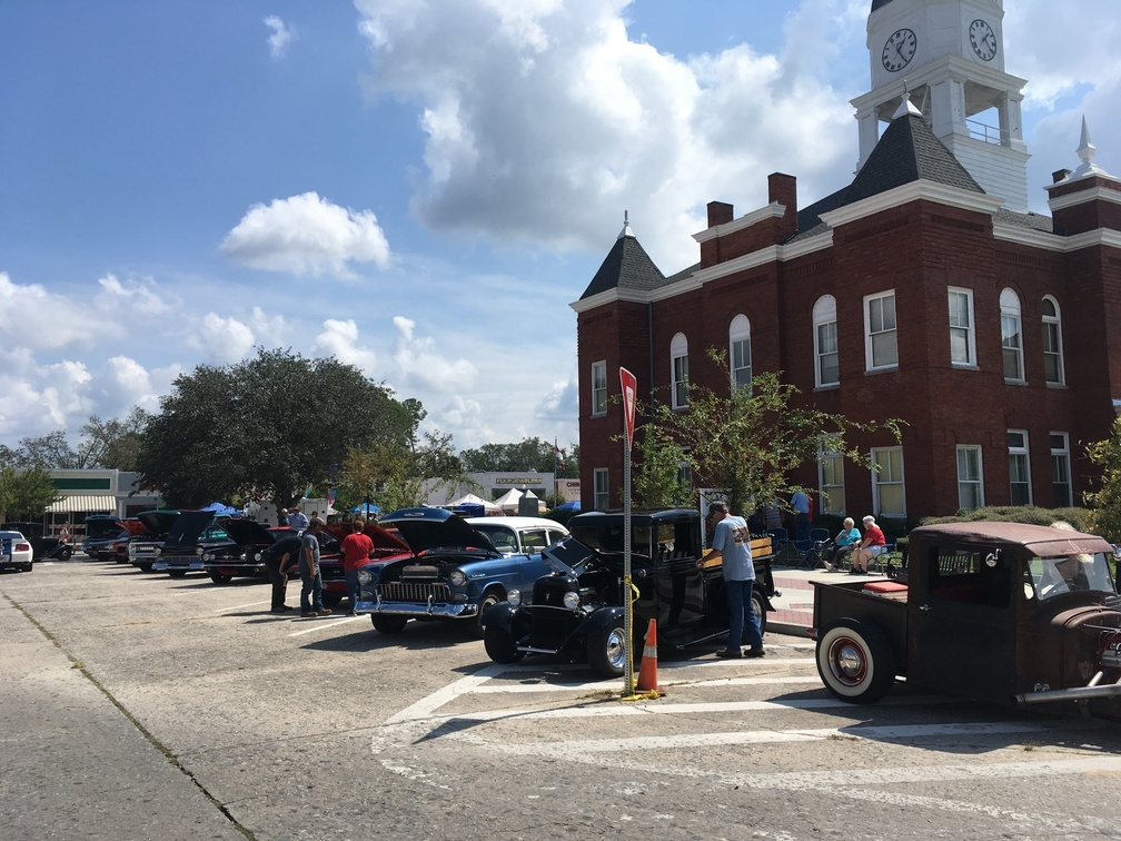 1008x756 Antique cars, History, in Pictures: WWALS at Berrien County Harvest Festival, by Gretchen Quarterman, for WWALS.net, 30 September 2017