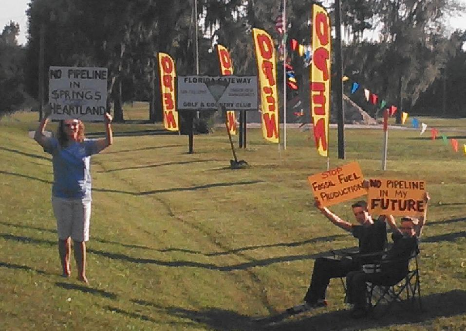 957x681 Merrillee Malwitz-Jipson and family, Open House, in Sabal Trail, WWALS, OSFR's Merrillee Malwitz-Jipson, and FERC's John Peconom in Jasper, FL, by John S. Quarterman, for WWALS.net, 21 October 2014