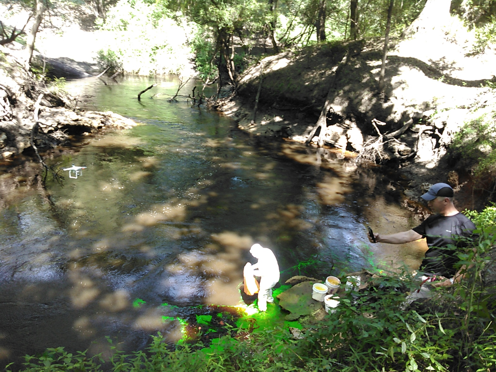 1600x1200 Tom Greenhalgh dying the Dead River, Harley Means, and a drone, in Alapaha Dye Test, by John S. Quarterman, for WWALS.net, 22 June 2016