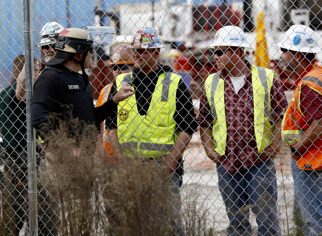 1280x940 Florida state trooper siding with drillers and pipeliners from other states, in Revoke Sabal Trail Permits in Suwannee County, FL, by Beth Gammie, for WWALS.net, 14 January 2017