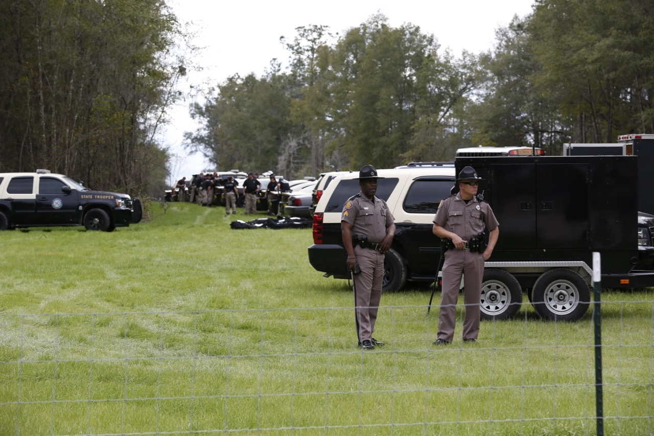 1280x853 Row of Florida state trooper vehicles, in Revoke Sabal Trail Permits in Suwannee County, FL, by Beth Gammie, for WWALS.net, 14 January 2017