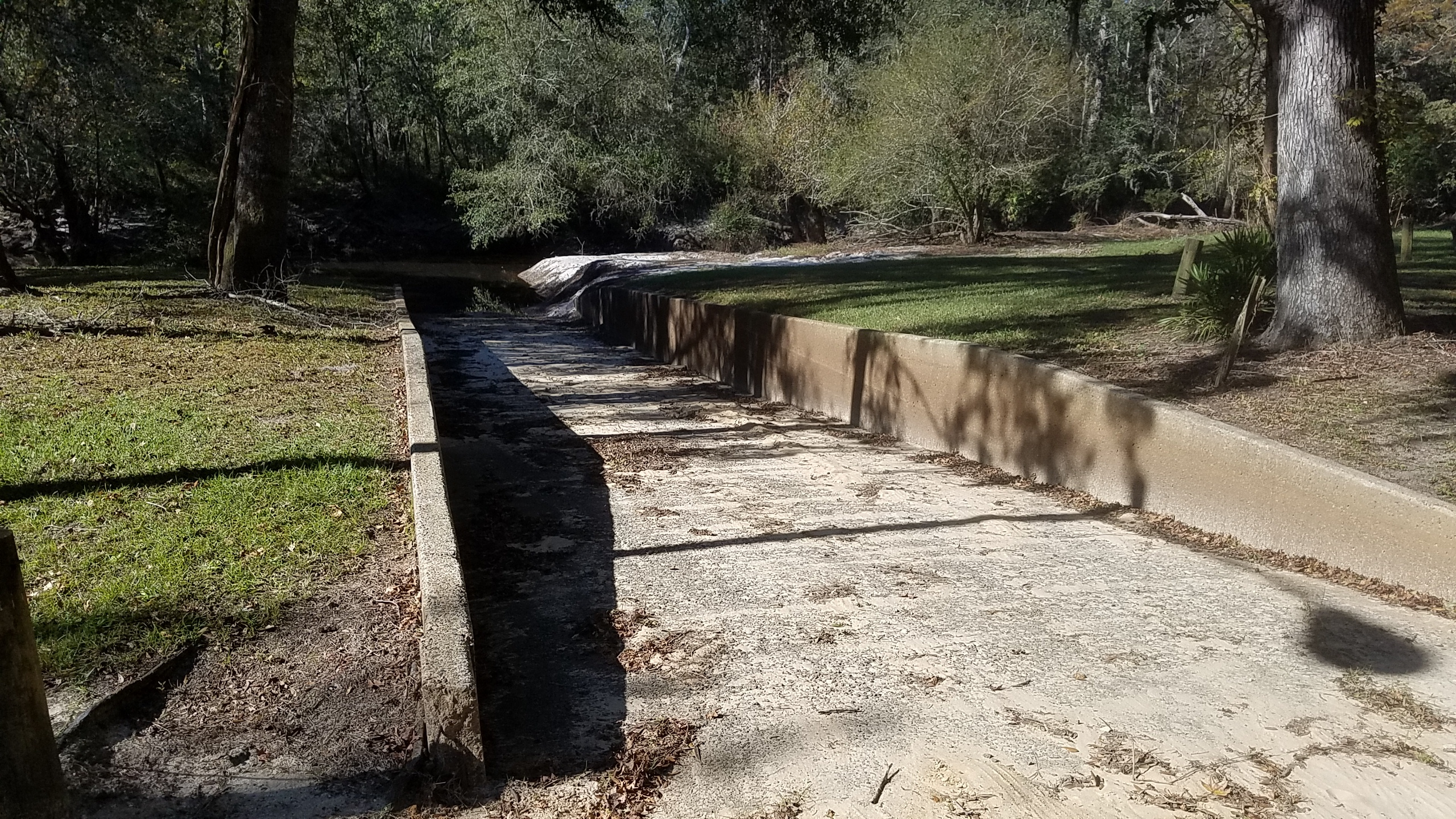 2560x1440 No sand bar, 11:13:35, 30.8993523, -83.3326798, Boat Ramp, in Langdale Park open, by John S. Quarterman, for WWALS.net, 1 November 2017