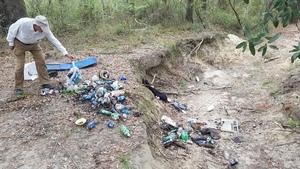 Dave Palmer picking up trash, 09:29:21,, Georgia Adopt-A-Stream Cleanup 30.6753600, -83.3941300